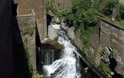 Wasserfall in der Stadt